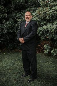 Attorney Eric McDonald, Retired Naval Lieutenant Commander and JAG Corps Attorney, abogado de habla hispana en el condado de Kitsap, Bremerton, Silverdale, Port Orchard, Poulsbo